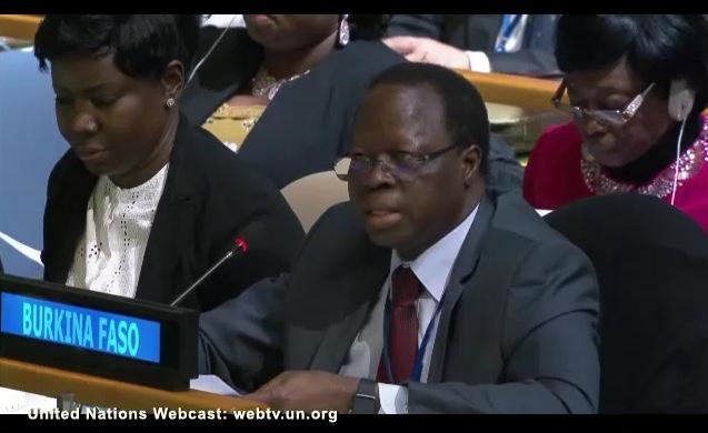 Burkina Faso représente un groupe d'États africains déposant un amendement pour reporter l'application du mandat de l'expert indépendant sur l'orientation sexuelle et l'identité de genre.